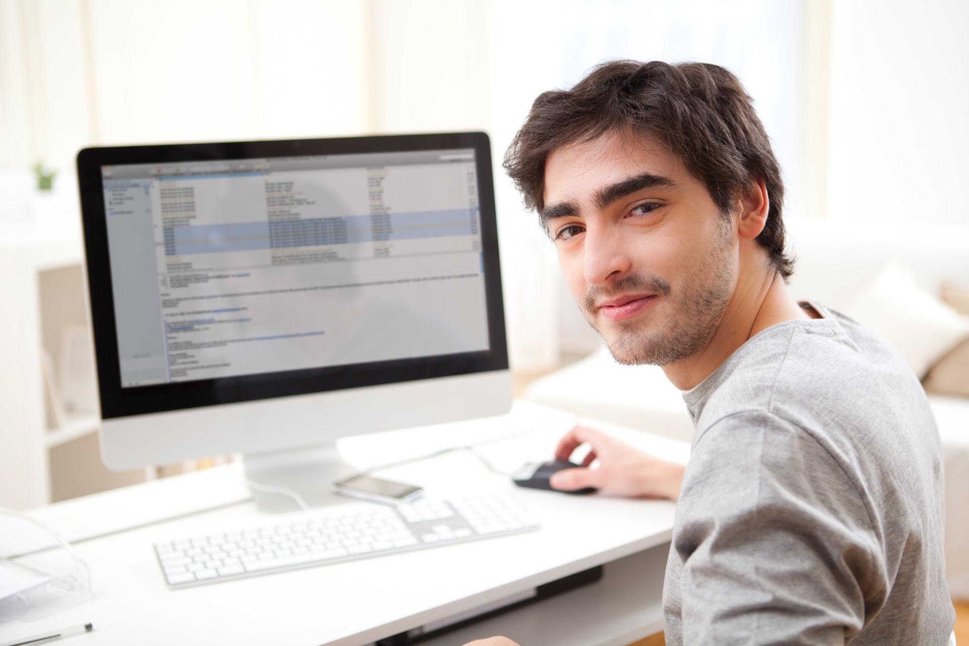 Николаев Дмитрий руководитель интернет-маганиз стеллажей